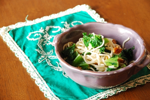Soba Noodles with Kale and Walnuts